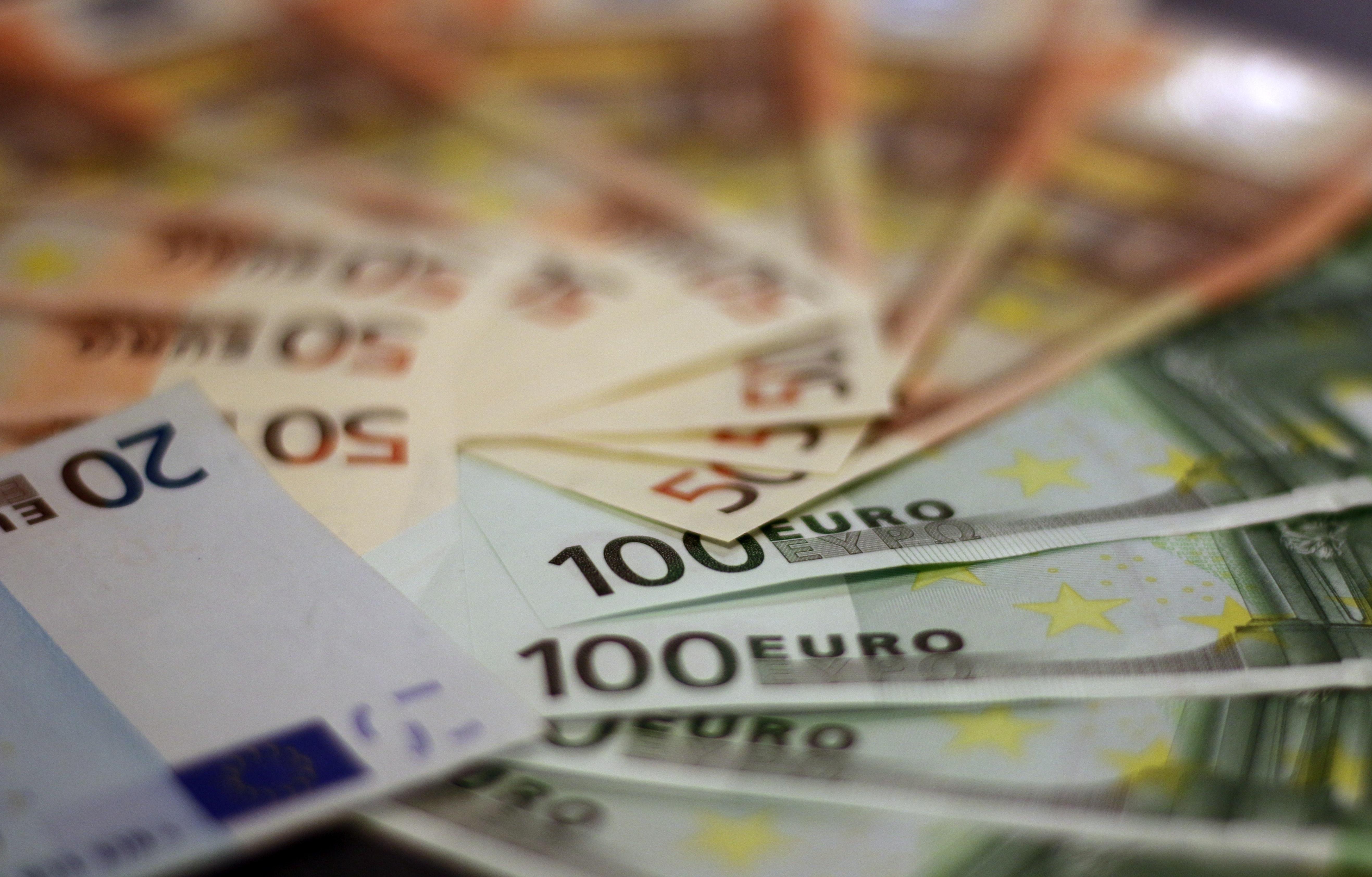 bank-notes-bill-bills-259100